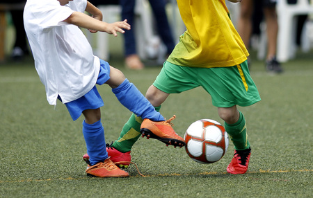 inferior: Little boys fighting for a ball during a soccer match