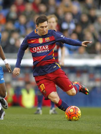 barcelone: Leo Messi du FC Barcelone lors d'un match de la Ligue espagnole contre le RCD Espanyol au stade Power8 le 2 Janvier, 2016 Barcelone, Espagne �ditoriale