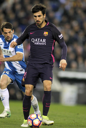 futbol infantil: Andre Gomes of FC Barcelona during a Spanish League match against RCD Espanyol at the RCDE Stadium on April 29 2017, in Barcelona Spain