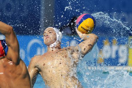 Dusan Mandic van Servië in actie tijdens een wedstrijd van Wereldkampioenschap BCN2013 in het zwembad van Picornell op 1 augustus 2013 in Barcelona, Spanje Redactioneel