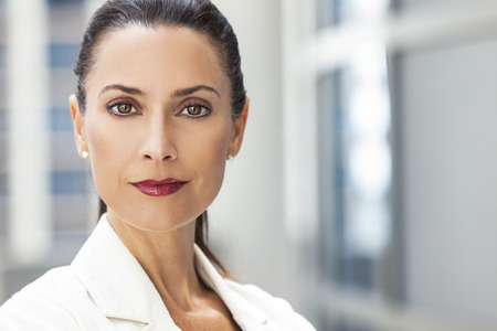 Outdoor portrait of a beautiful smart middle aged brunette woman or businesswoman Standard-Bild