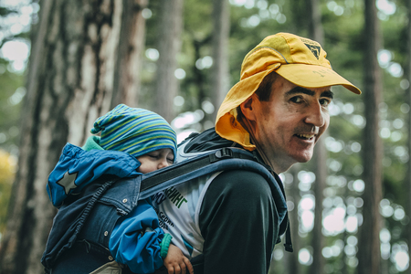 man face: Yalta, Russia - November 2, 2015: closeup of father carries his child on his back in a backpack during Mountain marathon Vertical kilometre AI-Petri