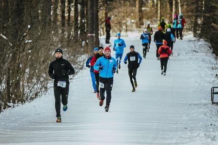 rival rivals rivalry season: Ekaterinburg, Russia - November 14, 2015: General plan running through snowy Park alley group of men athletes during Urban winter marathon Editorial