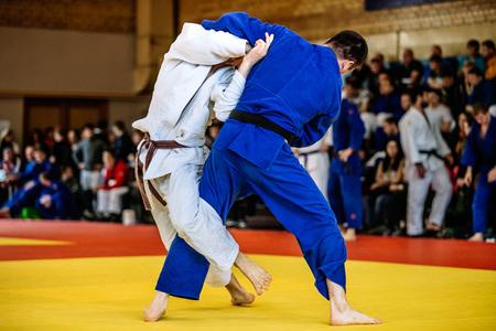 judo: batalla de dos luchadores de judo judo competiciones deportivas Foto de archivo