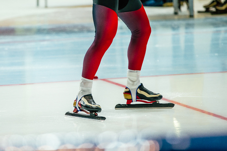 speed skater sprinter ready for start of competitions in speed skating Banque d'images