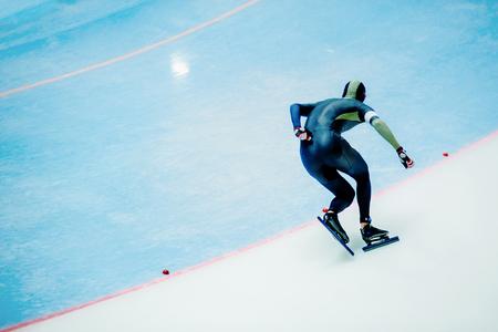 male athlete speed skater on turn ice arena Stock fotó