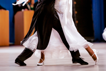 pair athletes dancers ballroom dancing. black tailcoat and white dress 免版税图像