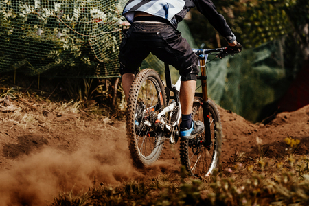 back man rider downhill mountain biking Standard-Bild