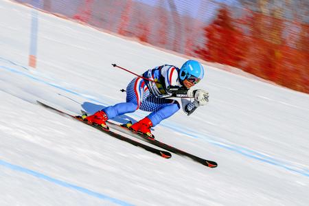 Magnitogorsk, Rusia - 19 de diciembre de 2017: Eslalom gigante de los hombres durante el esquí alpino de la Copa Nacional