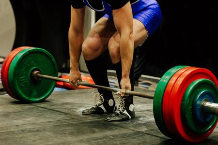 deadlift athlete powerlifter arm grip in barbell