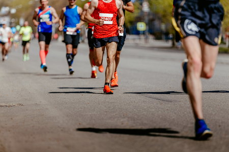 group men runners running on street of city marathon Banque d'images - 115068789