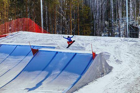 piste de snowboard pendant la compétition en snowboard cross Banque d'images