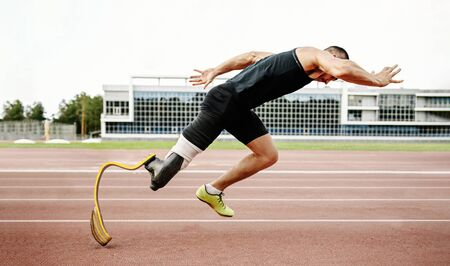 start disabled runner on track. amputee athlete without leg with prosthesis Stock fotó