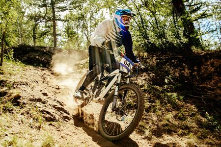 downhill xtreme trail rider riding race in sunlight Reklamní fotografie
