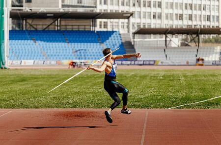 speerwerpen aanloop atleet werper in atletiek Stockfoto