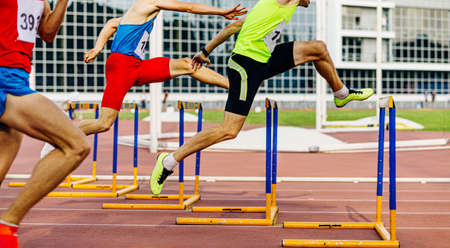 race 400 meters hurdles men athletes running in athletics Banque d'images