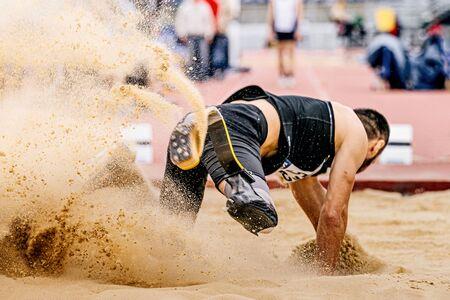 saut en longueur en para-athlétisme athlète handicapé en prothèse