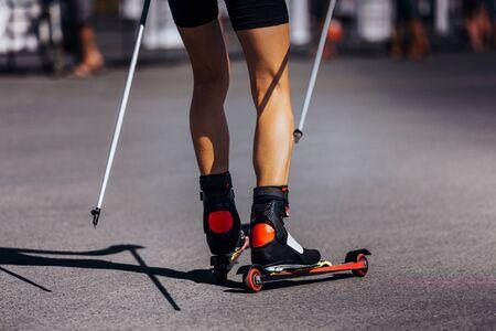 legs skier in roller skiing race on asphalt 版權商用圖片