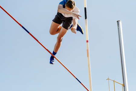 pole vault male jumper on blue sky background Zdjęcie Seryjne