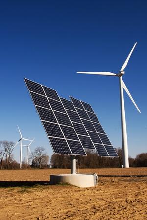 wind farm: Port Burwell, Canad� - 5 de mayo de 2011. Im�genes del Parque E�lico de Erie Shores situada en el suroeste de Ontario, Canad�. Editorial