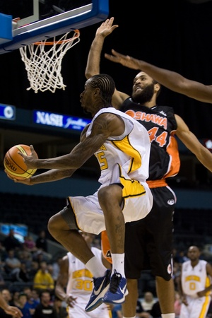 london lightning: London Ontario, Canada - Albert White of the London Lightning goes up for a basket against Kevin Francis (44) of the Oshawa Power during their National Basketball League of Canada game. London won the game 111-83.