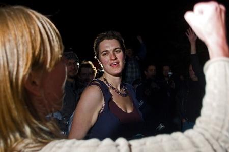 ロンドン オンタリオ, カナダ - 2011 年 11 月 8 日。ビクトリア公園でロンドンの占有野営地公園 18 によって退去する彼らのキャンプの周り掲示される
