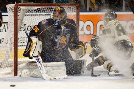 barrie: London Ontario, Canada - November 25, 2011. Barrie goalie Mathias Niederberger gets a snow shower from Andreas Athanasiou of the London Knights in a Ontario Hockey League game between the Barrie Colts and the London Knights. The visiting Barrie Colts won  Editorial