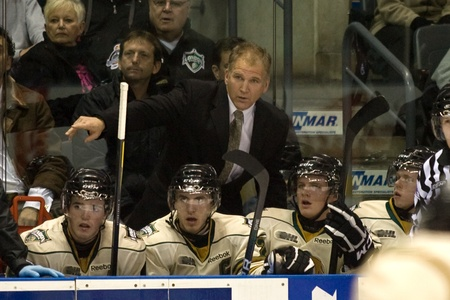 London Ontario, Canada - December 2, 2011. Former NHL player and London Knight Rob Ramage, centre, makes his debut as assistant coach for the London Knights in a Ontario Hockey League game between the Saginaw Spirit and the London Knights. London won the  Imagens - 11366759