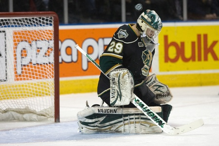majors: London Ontario, Canada - February 4, 2012. Michael Houser of the Knights makes a save in a Ontario Hockey League game between the London Knights and the Mississauga St. Michaels Majors. London won the game 5-2.