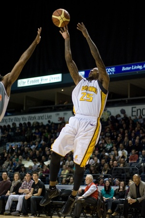 london lightning: London Ontario, Canada - January 12, 2012. National Basketball League of Canada Player of the Week, Gabe Freeman of the London Lightning goes up for a basket as the 16-4 London Lightning hosted the 4-16 Moncton Miracles in a regular season National Basket