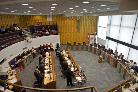 ロンドン オンタリオ, カナダ - 2012 年 1 月 18 日。 Servcies レビュー委員会のメンバーは、予算の削減に opporunties を探して '追加カット' リスト 報道画像