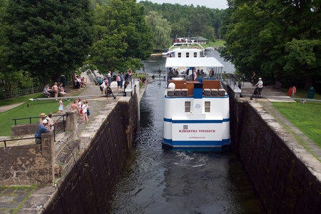 August 9, 2010. The Kawartha Voyageur makes its way through a lock on the Trent-Severn waterway in Eastern Ontario. The Trent-Severn waterway is operated by Parks Canada and may experience reduced operating hours in 2012 as a result of the job cuts to the Stock Photo - 13455897
