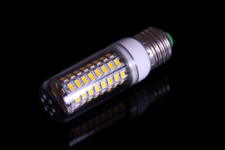 LED-Glühbirne Standard-Bild - 94141613