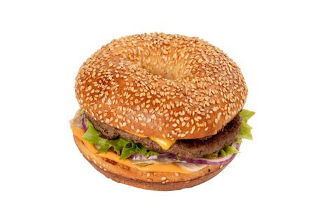 Juicy Burger on white isolated background. Bun with sesame seeds. The theme of eating fast food Imagens - 124967330