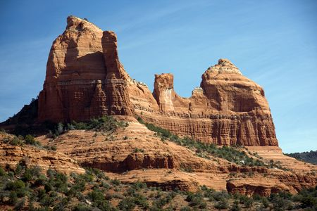 characterized: Sedona is characterized by massive red-rock formations, as well as the contrasting areas of Oak Creek Canyon.