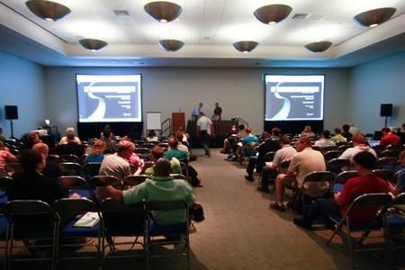 カリフォルニア州サンディエゴ - 7 月 13 日: ESRI (環境システム研究所) ユーザー会議の GIS ソフトウェアの多くのプレゼンテーションを備えています 報道画像