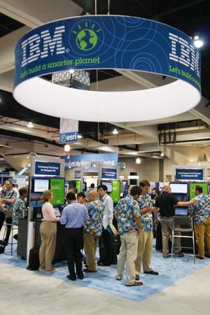 SAN DIEGO - 14 lipca: IBM stoisko na podłodze handlu konferencji użytkownika ESRI (środowiskowych systemów Research Institute). 14 Lipca 2010 roku w San Diego w Kalifornii Publikacyjne