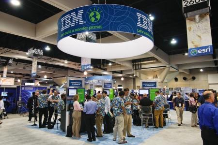 14: SAN DIEGO - el 14 de julio: Stand de IBM en el piso de comercio de la Conferencia de usuarios ESRI (Instituto de investigaci�n de sistemas ambientales). 14 De julio de 2010 en San Diego California