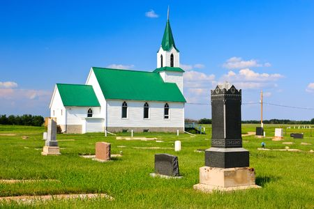 Old church on the rural prairies West of Saskatoon, Canada. 版權商用圖片
