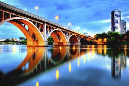 """hdr: Saskatoon est situ� dans le centre du Canada et est convenu d'appeler la �ville pont"""" pour ses travers�es de rivi�res sept. Trait�es � l'aide HDR. Banque d'images"""
