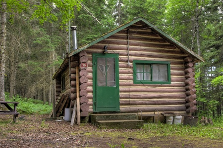 Log cabin surrounded by the forest at Duck Mountain Provincial Park in Saskatchewan, Canada Sajtókép