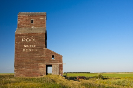 prairies: Abandoned grain elevator in the ghost town of Bents on the Canadian prairies