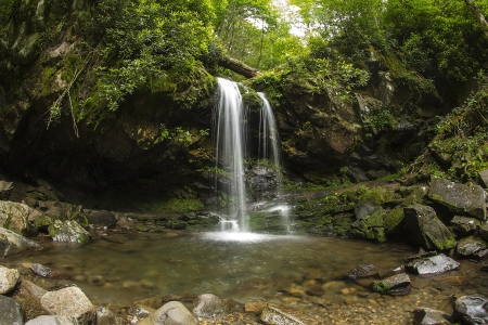 Grotto Falls in Great Smoky Mountain National Park, Tennessee, USA