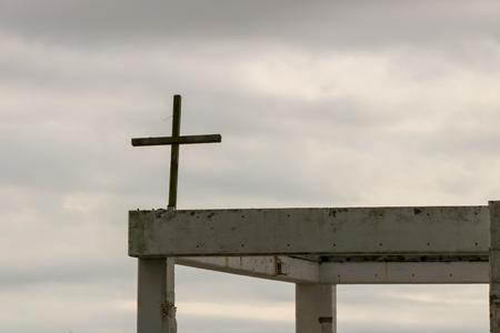 Cross on a abandoned building Banco de Imagens