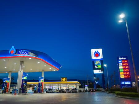 バンコク, タイ王国 - 2017 年 6 月 23 日: PTT ガソリン スタンド。公社または単に PTT はタイ国営セットされている石油と天然ガス会社です。以前、タイ