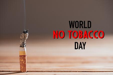Día Mundial Sin Tabaco, 31 de mayo. DEJAR de fumar. Cierre para quemar cigarrillos. Foto de archivo