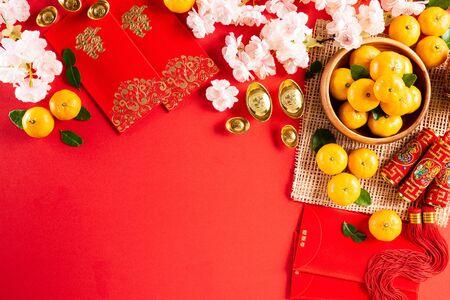 Chiński nowy rok ozdoby festiwalowe pow lub czerwony pakiet, pomarańczowe i złote sztabki lub złota bryła na czerwonym tle. Chińskie znaki FU w artykule odnoszą się do fortuny, szczęścia, bogactwa, przepływu pieniędzy.