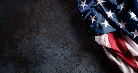 Happy Veterans Day concept. American flags against a dark stone  background. November 11. 版權商用圖片 - 157606686