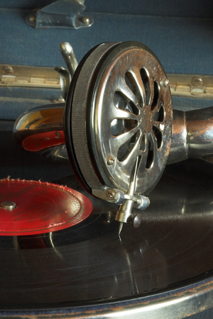 tune: old gramophone