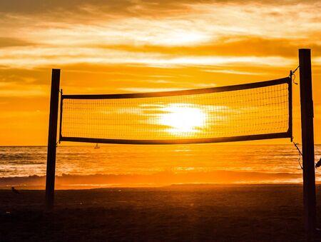 red: Playa red de voleibol para controlar el sol